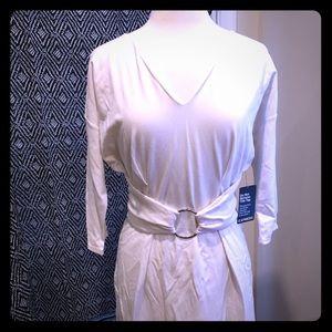White v-neck O Buckle dress